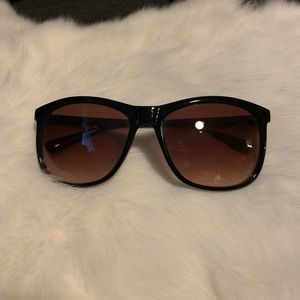 Basic tortoise sunglasses